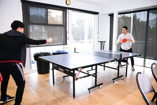 Codesmith students play ping pong