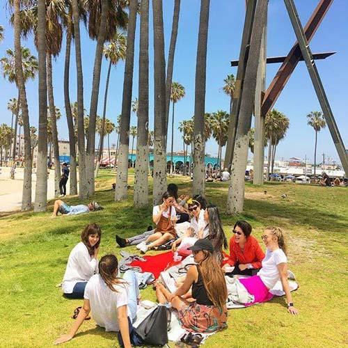 Codesmith women eat lunch